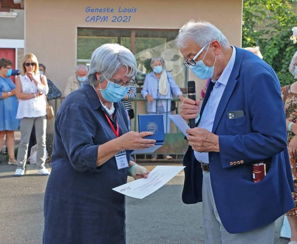 Remise du 1er Prix du Sénateur à Mireille Désir-Valéry par le Sénateur en personne